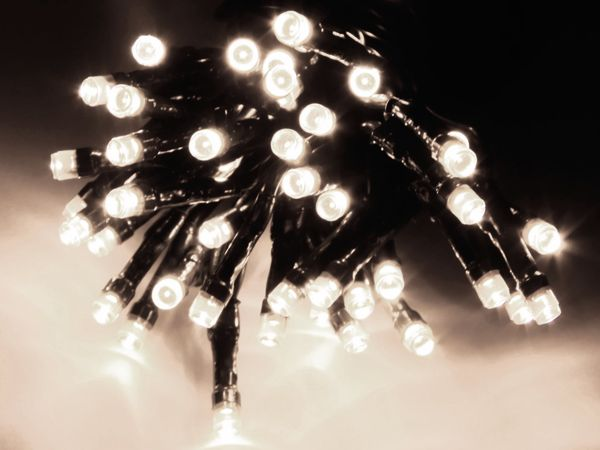 LED-Lichterkette, 96 LEDs, kaltweiß, Batteriebetrieb, IP44, Timer
