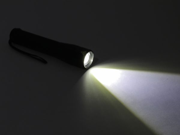LED-Taschenlampe, Alu, 10 W CREE-LED, Fokus-Zoom Licht, schwarz - Produktbild 4