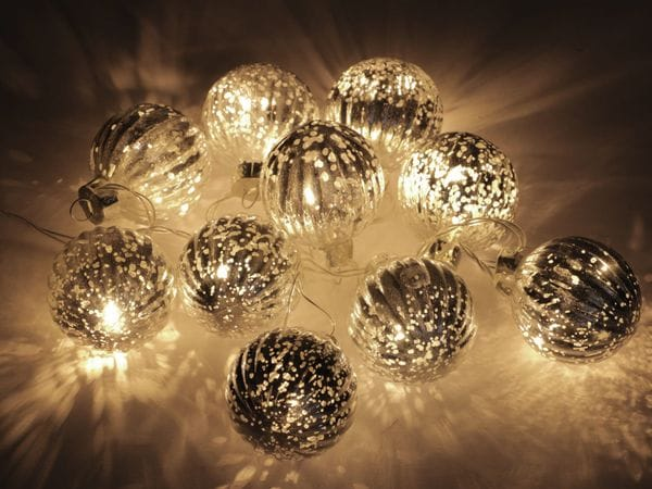 LED-Lichterkette, 10 Glaskugeln, silber warmweiß, Batteriebetrieb